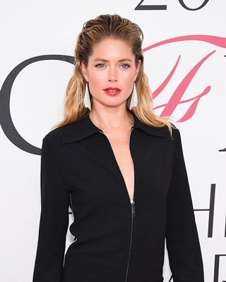 Dutch Frisian Model And Actress Doutzen Kroes Better Known As A Victoria S Secret Wore Elsa Peretti Mesh Scarf Earrings To The 2017 Cfda Fashion